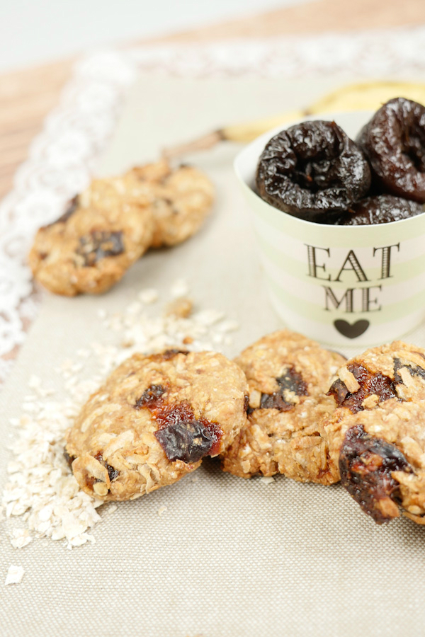 Healthy oatmeal biscuits with banana