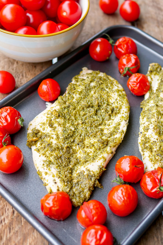 Low Carb Pesto Chicken with 3 ingredients - a quick end-of-day recipe # pestohähnchen # chicken #celebration #recipe #fast #lowcarb