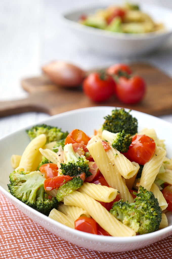 Fast one pot noodles with broccoli and tomatoes for kids