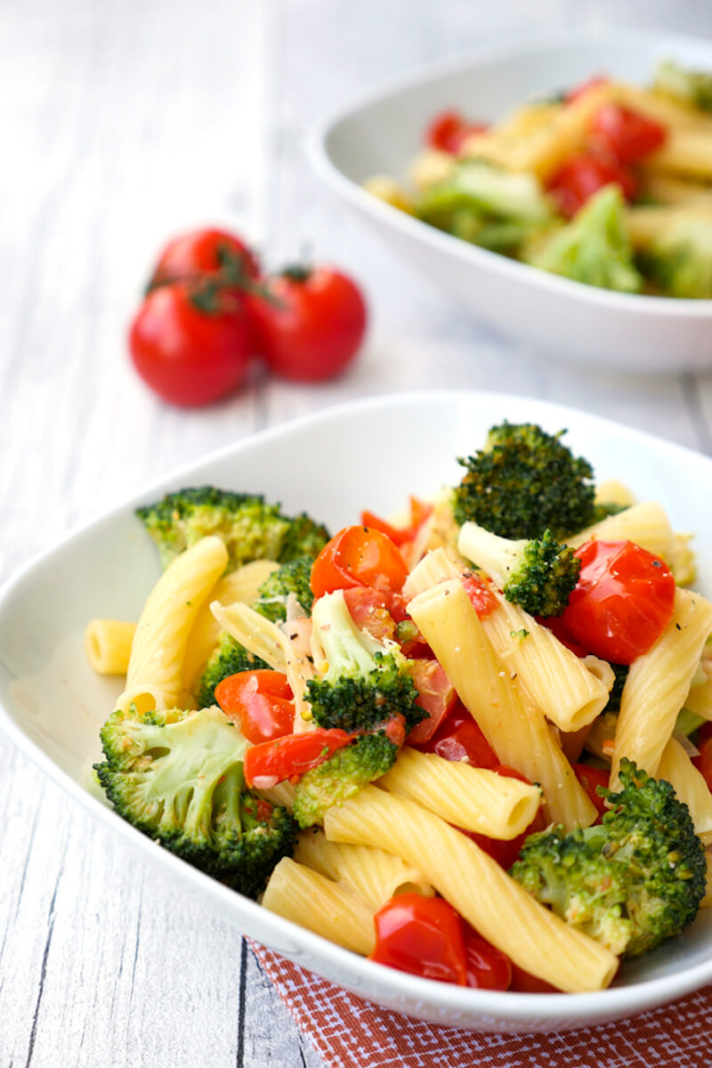 Fast One Pot Pasta with Broccoli and Tomatoes